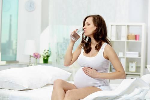 Расстройства желудка и кишечника при беременности на ранних и поздних сроках