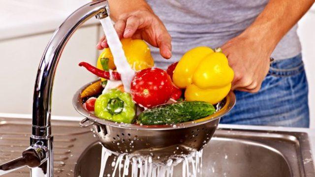 Как обезопасить себя от отравления продуктами питания?